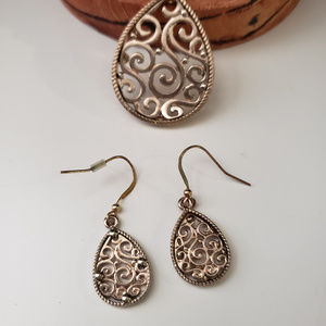Jewelry - Gold necklace and earing set